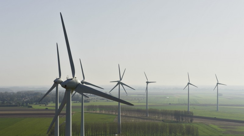Windenergieanlagen Enercon E-70 im Windpark Saint-Riquier in der Region Picardie in Frankreich. Enercon wind turbines E-70 in Saint-Riquier wind farm in the Picardie Region in France.  Anlagen/turbines: 11 x Enercon E-70 22.10.2012 (c) Foto: Jan Oelker/Enercon , 2012 jan.oelker@gmx.de