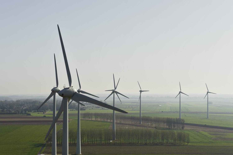 Windenergieanlagen Enercon E-70 im Windpark Saint-Riquier in der Region Picardie in Frankreich. Enercon wind turbines E-70 in Saint-Riquier wind farm in the Picardie Region in France.  Anlagen/turbines: 11 x Enercon E-70 22.10.2012 (c) Foto: Jan Oelker/Enercon , 2012 jan.oelker@gmx.de