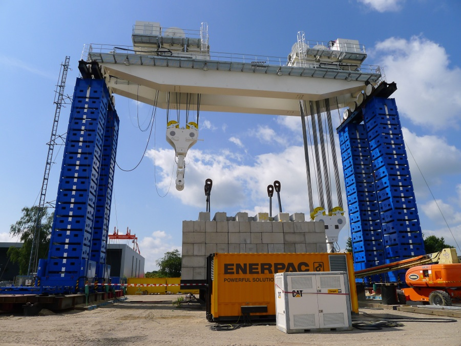 Enerpac Heavy Lifting Technology OHTC testing at Hengelo low-res