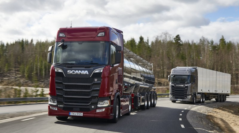 Scania S 650 V8 4x2 Highline with tanker trailer and Scania S 520 V8 6x2 Highline with trailer Södertälje, Sweden Photo: Dan Boman 2017