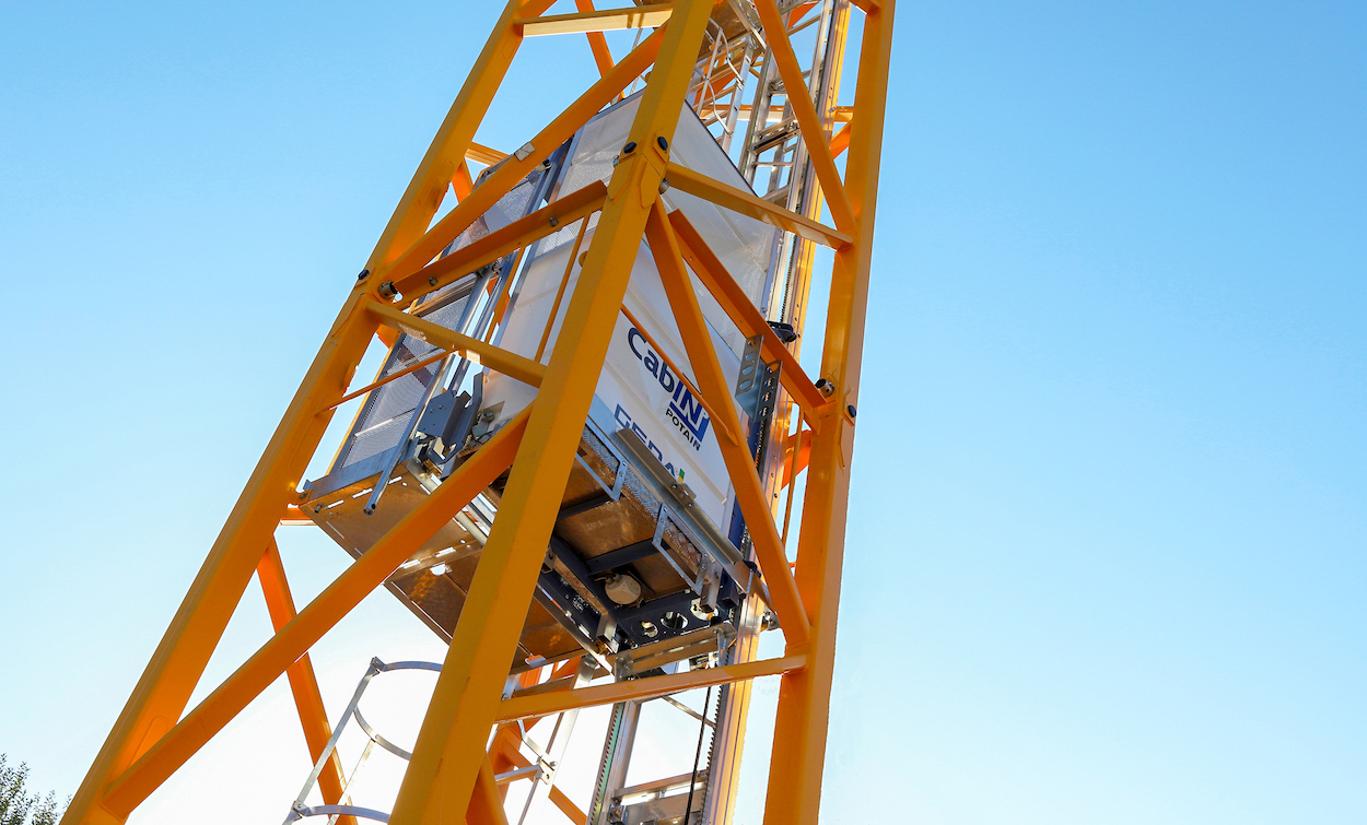 Manitowoc has officially launched an internal mast operator lift for Potain top slewing cranes. The Potain Cab-IN allows for fast, easy and safe travel to and from the crane cab, while retaining regular mast ladder access. It fits inside all K-mast systems of 1.6 m, 2 m and 2.45 m sections. The system is also compatible with all Potain bases/chassis, meaning it can be fitted into both existing and new crane models.