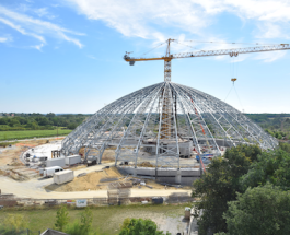 Potain top-slewing crane constructs 3,000 capacity 'BioDome' at famous French zoo - copie