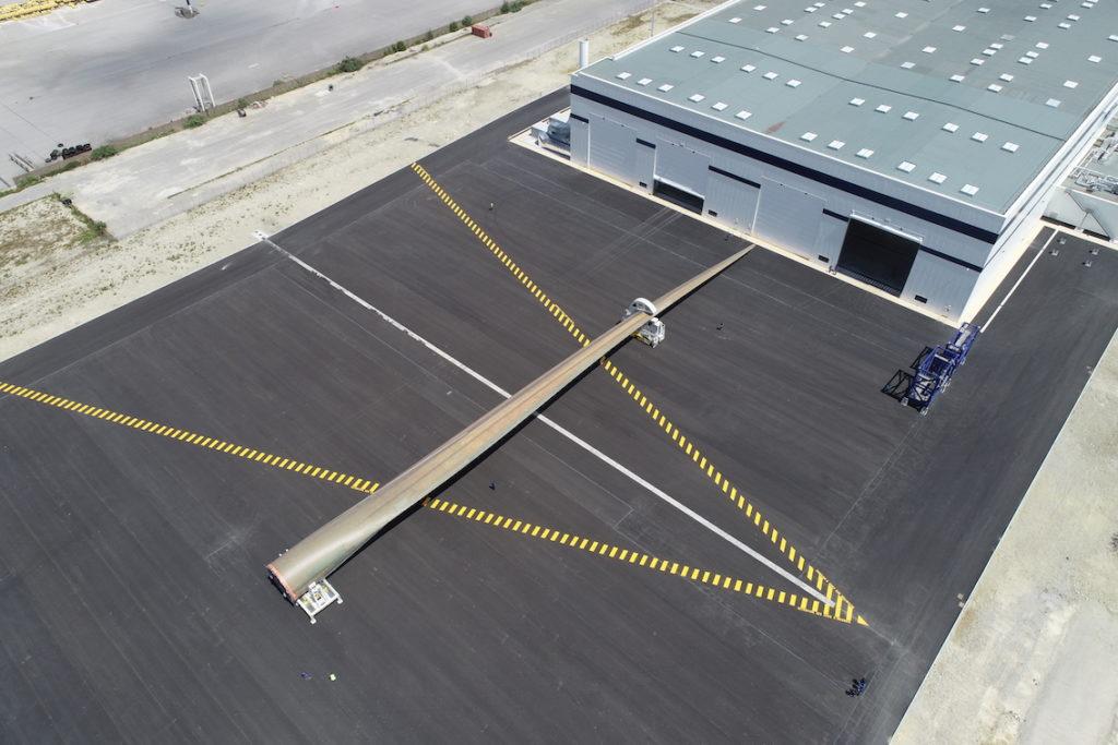 Cherbourg : la nouvelle usine de pales d'éoliennes inaugurée