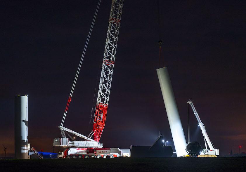 La LG1750 de SE Levage sur  un chantier éolien