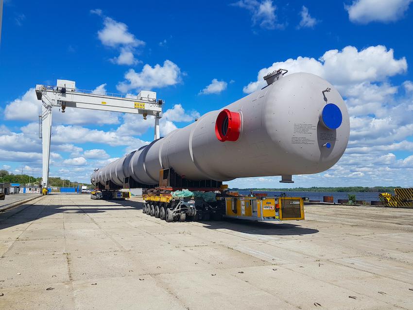 En Russie, une colonne de 70 m transportée avec Cometto