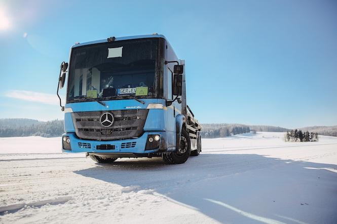 Mercedes teste ses camions électriques en mode «hiver»