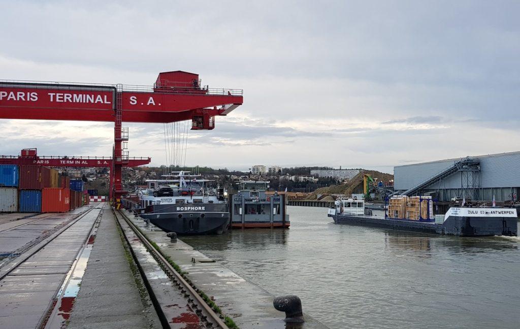 Le transport d'éléments bois préfabriqués testé sur la Seine