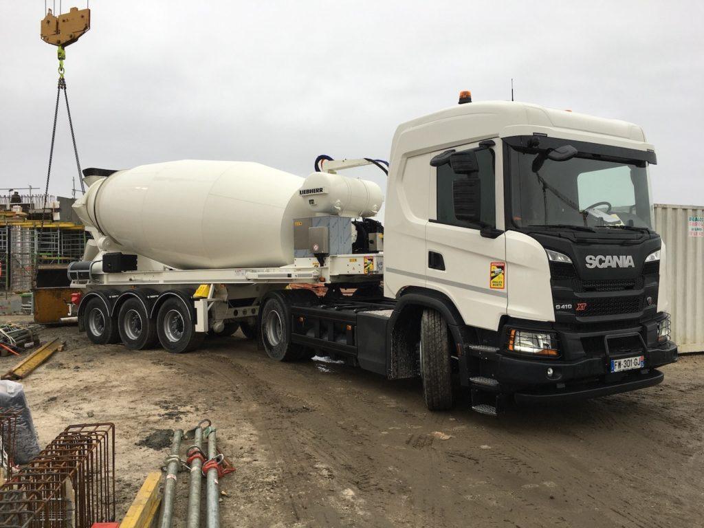 Scania livre un premier tracteur gaz et malaxeur électrique