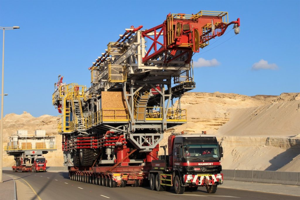 Des plateformes pétrolières jusqu'à 470 tonnes sur la route!