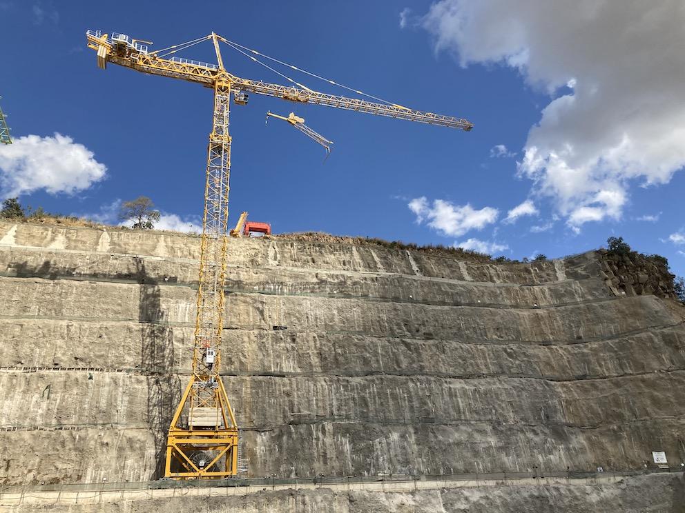 Deux grues Potain construisent une centrale électrique en Tanzanie
